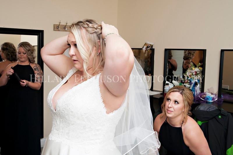 Hillary_Ferguson_Photography_Melinda+Derek_Getting_Ready221.jpg