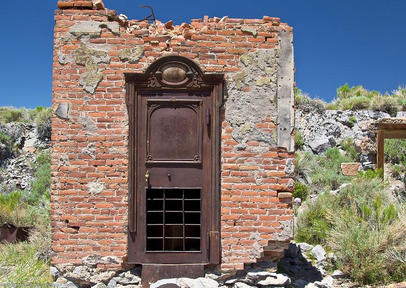 Bodie - Wells-Fargo safe door