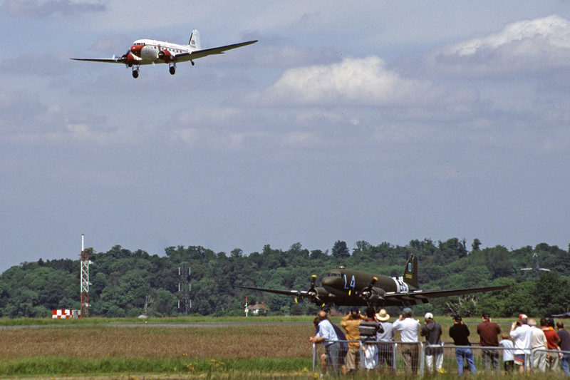 G-DAKK-DouglasC-47A-35-DL-SouthCoastAirways-EGKB-2000-06-03-HW-04-KBVPCollection.jpg