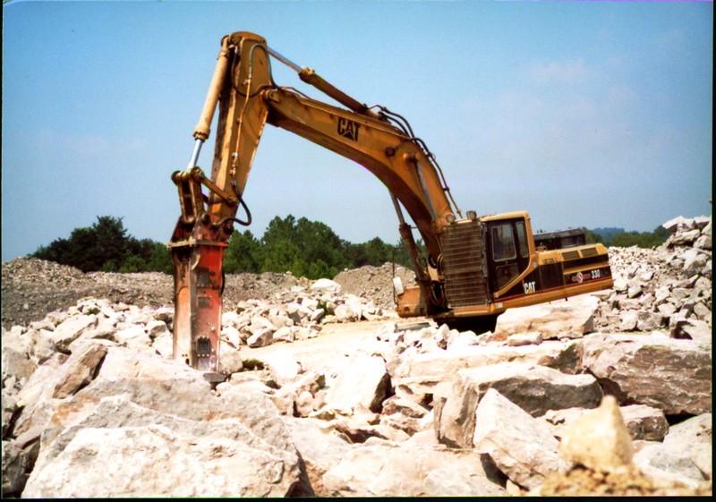 NPK E216 hydraulic hammer on Cat excavator at Zanesville Quarry 8-7-01 (9).JPG