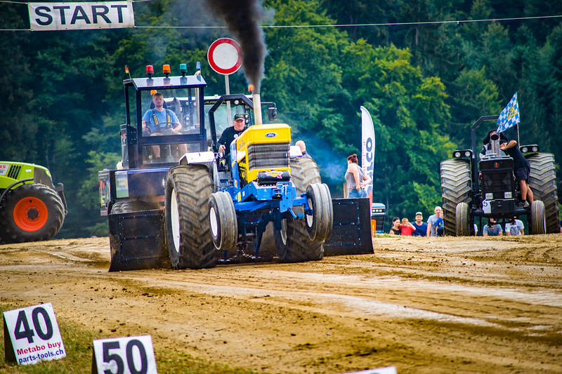 Tractor Pulling 2015-02492.jpg