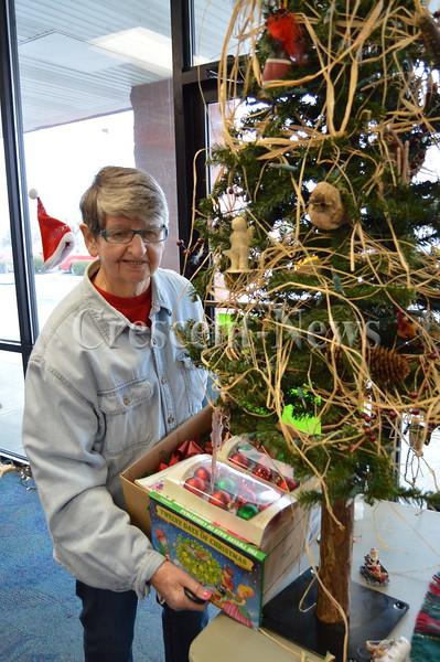 11-28-15 NEWS Christmas Exchange