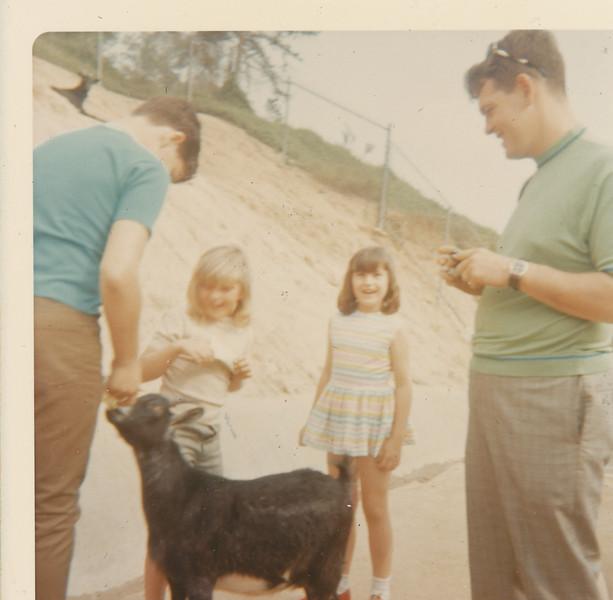 Jeff, Shari, Mona, Max & Goat 1970.jpg