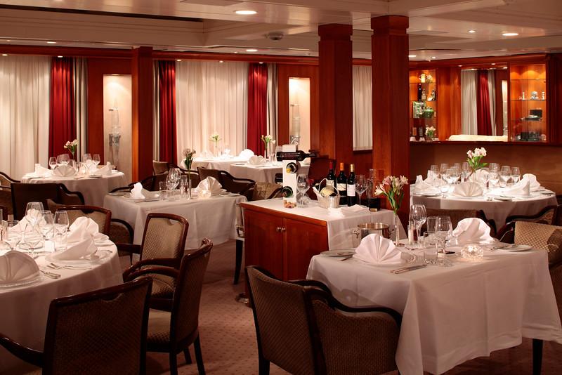 SeaDream Yacht Club - Dining Salon