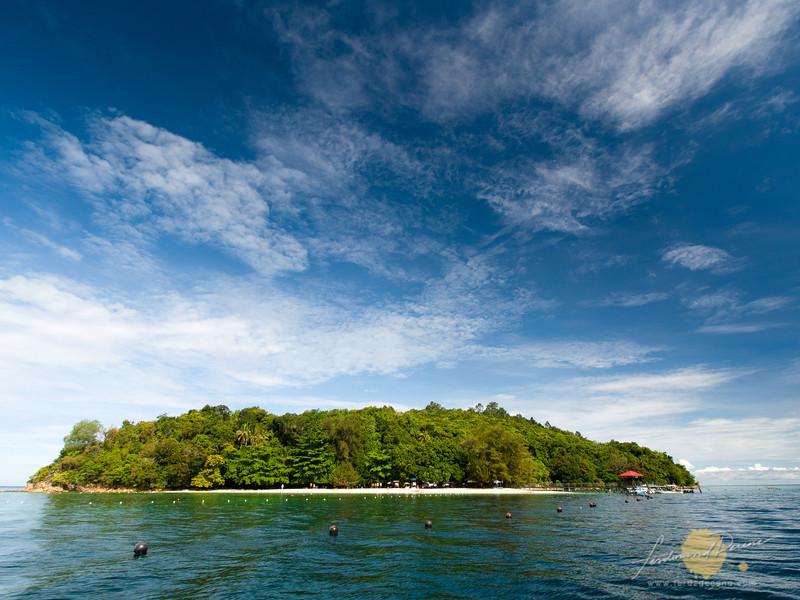 Inviting white beach at Palau Sapi