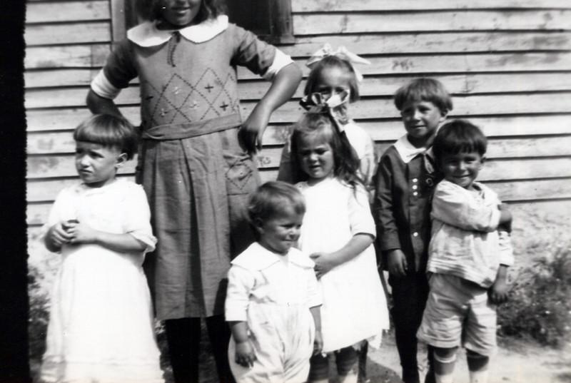 1920s  Lizzie Dally, Hermine Dally, Ellenore Dunsmore, Marg Konyha, Andy Konyha, Toby Konyha and Bob Konyha.jpeg