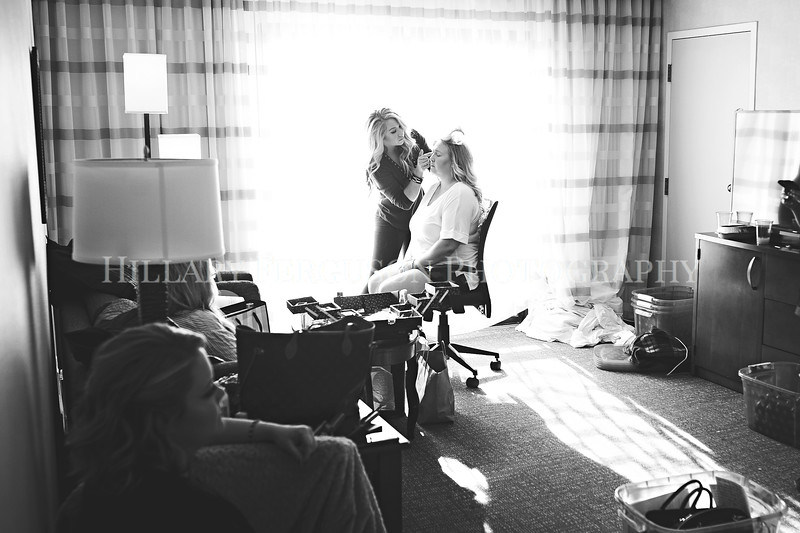 Hillary_Ferguson_Photography_Melinda+Derek_Getting_Ready020.jpg