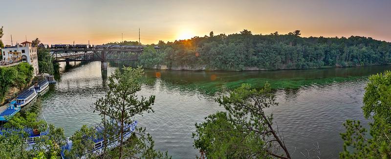 DA022,DT,Wisconsin Dells, Wisconsin - sunset on the wisconsin river.jpg