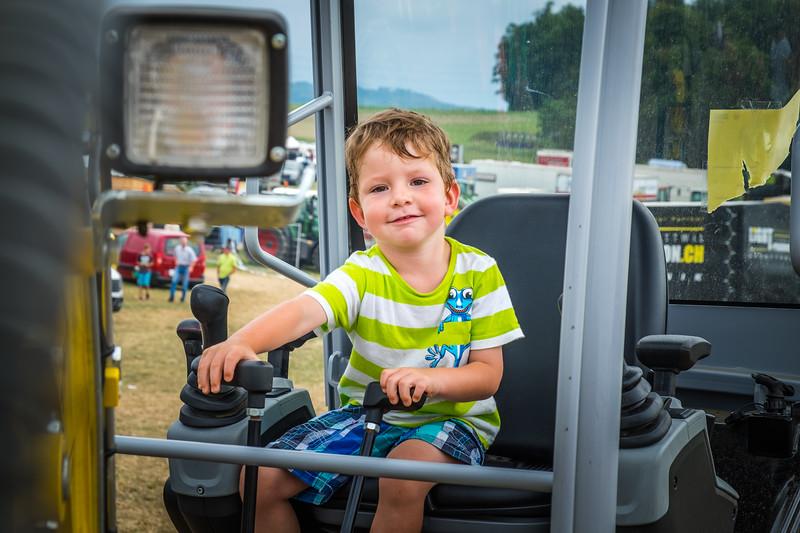Tractor Pulling 2015 XE2-2564.jpg