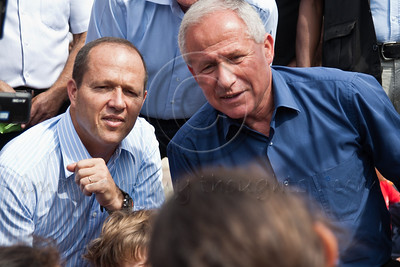 20121021 Minister Dichter and Mayor Barkat personally monitor school evacuation
