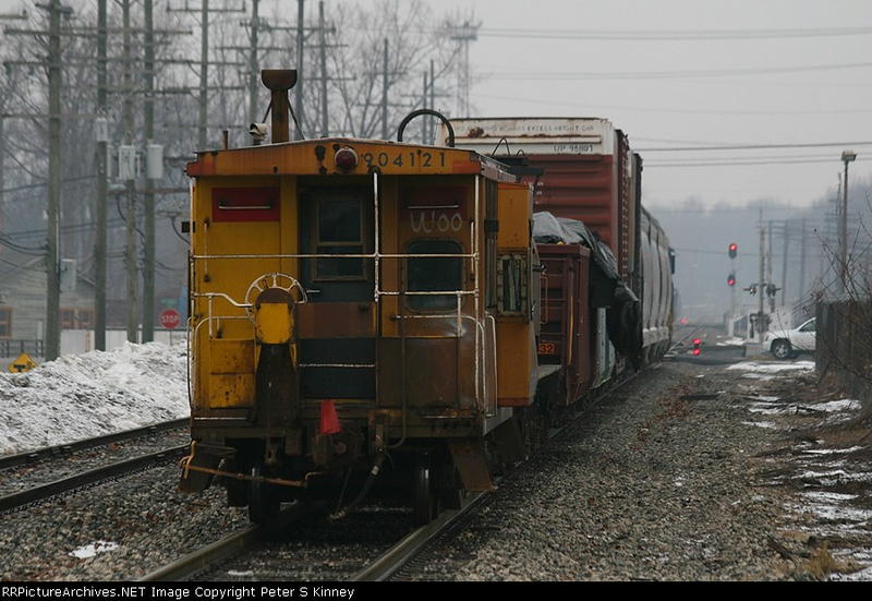 C&O 904121 on the Point of Y107-27 as it Shoves South Out of North Yard - Plymouth_900x600.JPG