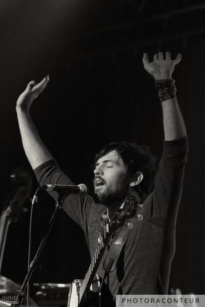 "Scott Avett of The Avett Brothers performing ""And It Spread"" in Las Vegas, July 2011  (Photo by Benjamin Padgett)"