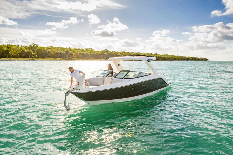 2020-SLX-R-310-outboard-lifestyle-11.jpg