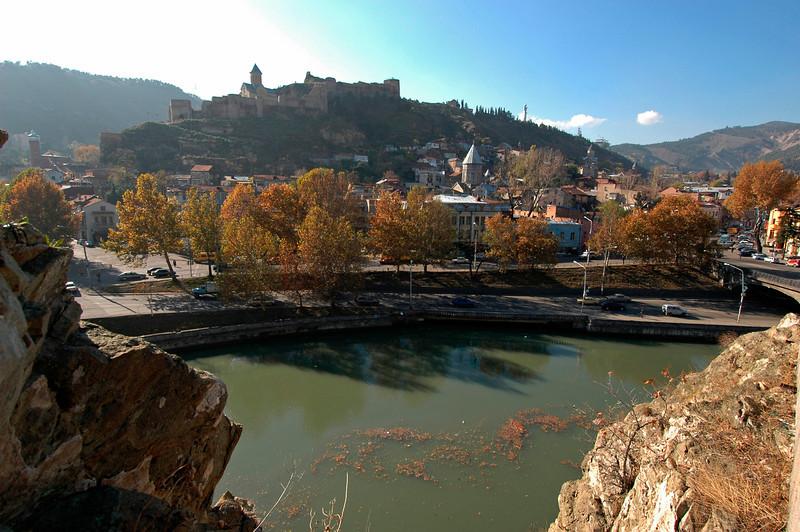 041119 1300 Georgia - Tbilisi - Church over river _C _E _H _N ~E ~L.JPG