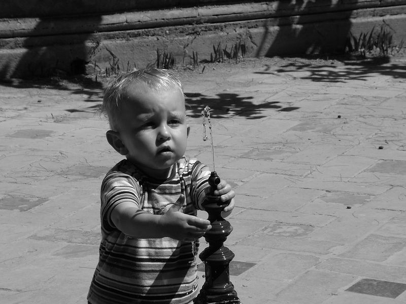 boy fountain5