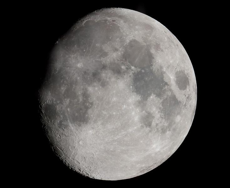 2018_04_26_Moon_17frame_nonHDR.jpg