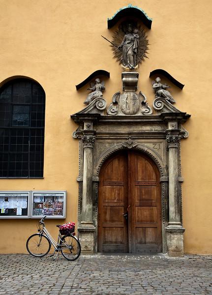 door_bicycle.jpg