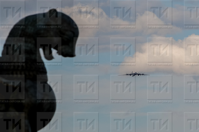 РОССИЯ. КАЗАНЬ. 07.08.2018 - Репетиция к празднику Я выбираю небо (фото: Ильнар Тухбатов/ ИА Татар-Информ) ТУ-95