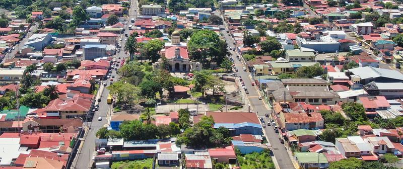 Iglesia de Escazu y Parque