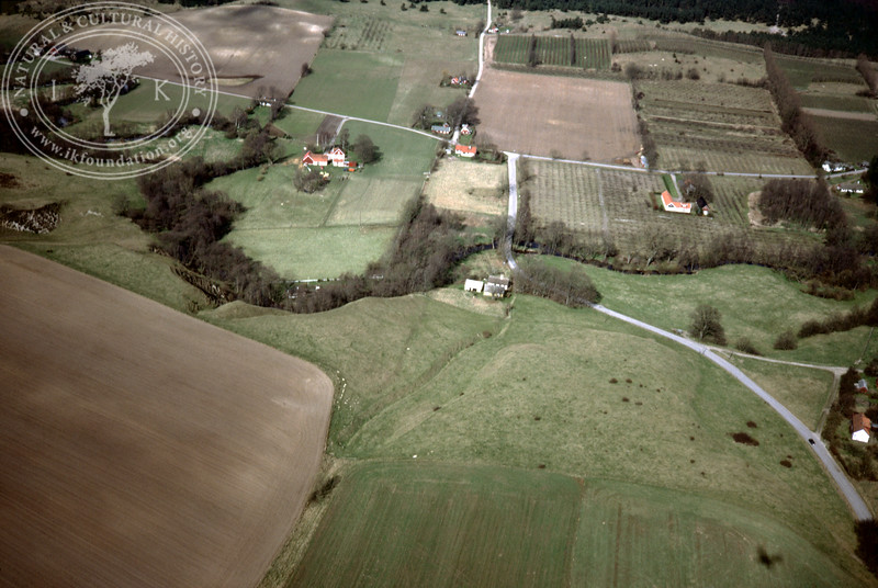 Verkaån, upstream - with plantations, buildings and prehistoric remains (4 May, 1989). | LH.0664