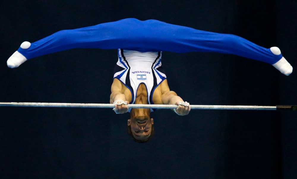 . Israel\'s Alexander Shatilov competes on the horizontal bar during the men\'s apparatus finals at the European Men\'s and Women\'s Artistic Gymnastic Individual Championships in Moscow April 21, 2013.  REUTERS/Grigory Dukor