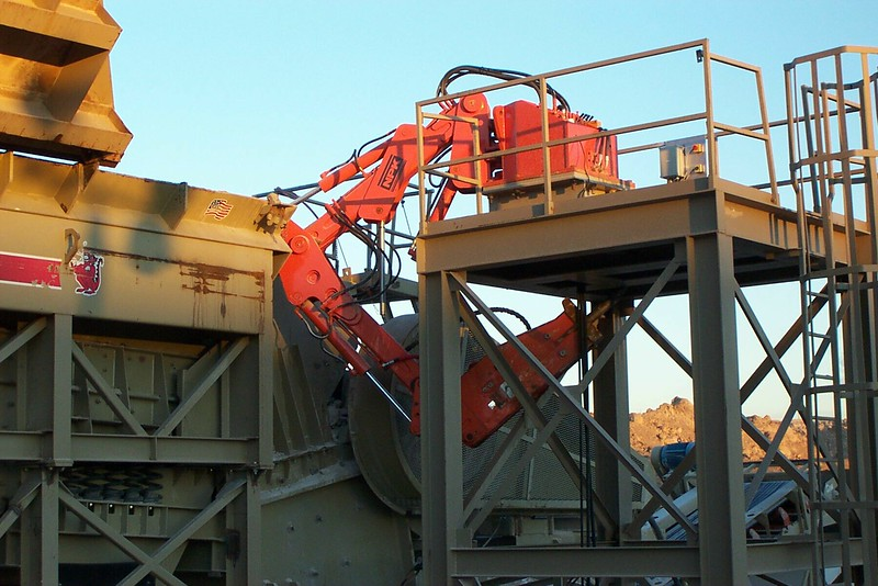NPK B040 pedestal boom system with E series hydraulic hammer-rock breaking in quarry (12).jpg