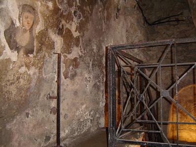 Balilica Santa Maria della Sanita - Catacombe di San Guadioso
