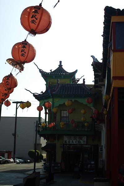 ChinatownCentralPlaza015-DecorationsAndBuilding-2006-10-25.jpg