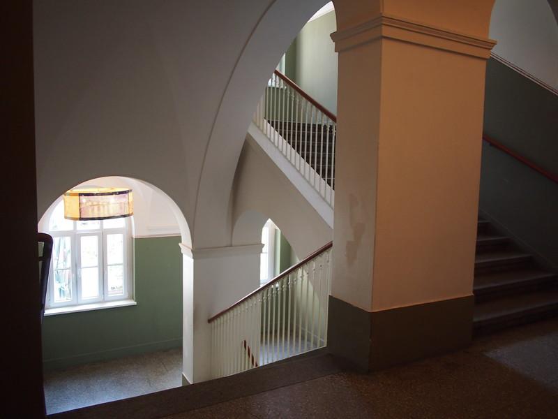 P8247932-stairwell.JPG