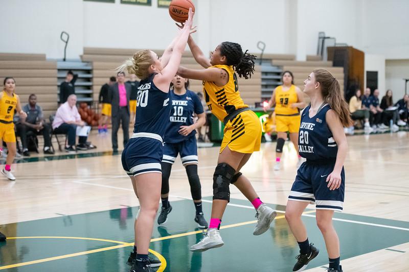 Basketball-W-2020-01-31-7925.jpg