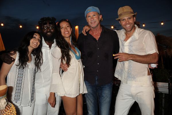 Chad Smith poses with the Dan Baily Tribe photo by Rob Rich/SocietyAllure.com © 2014 robwayne1@aol.com 516-676-3939