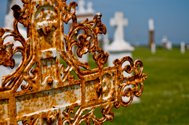 This seaside cemetery has got a lot of old gravestones. I liked the intricate metalworking on this one. Personally, I think the rust gives it a bit of character.