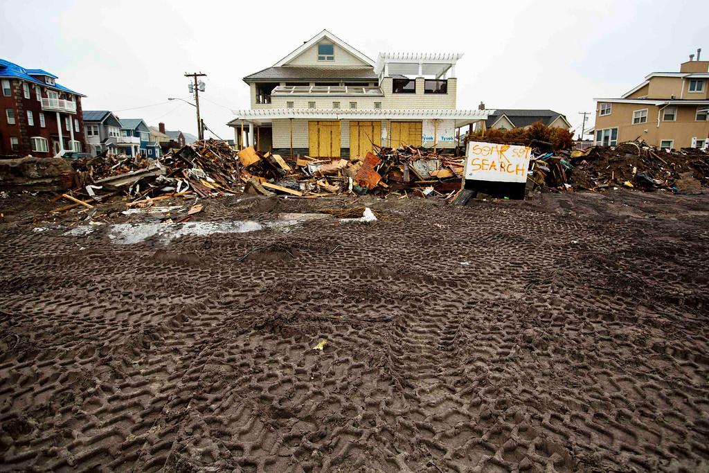 . Tire tracks from heavy machinery are seen in the sand in front of homes damaged during Superstorm Sandy in the Queens borough region of the Rockaways in New York November 27, 2012.  REUTERS/Lucas Jackson