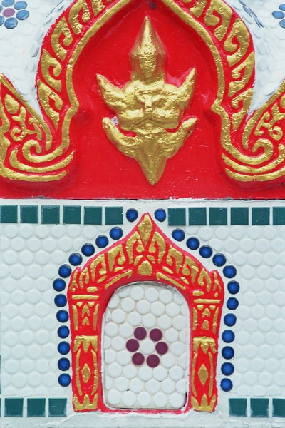 Temple 1 Thailand close up 2005.jpg