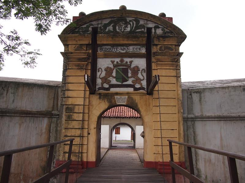 P2178622-star-fort-gate.JPG