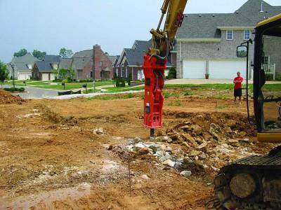 NPK GH9 hydraulic hammer on Cat excavator-site excavation (6).jpg