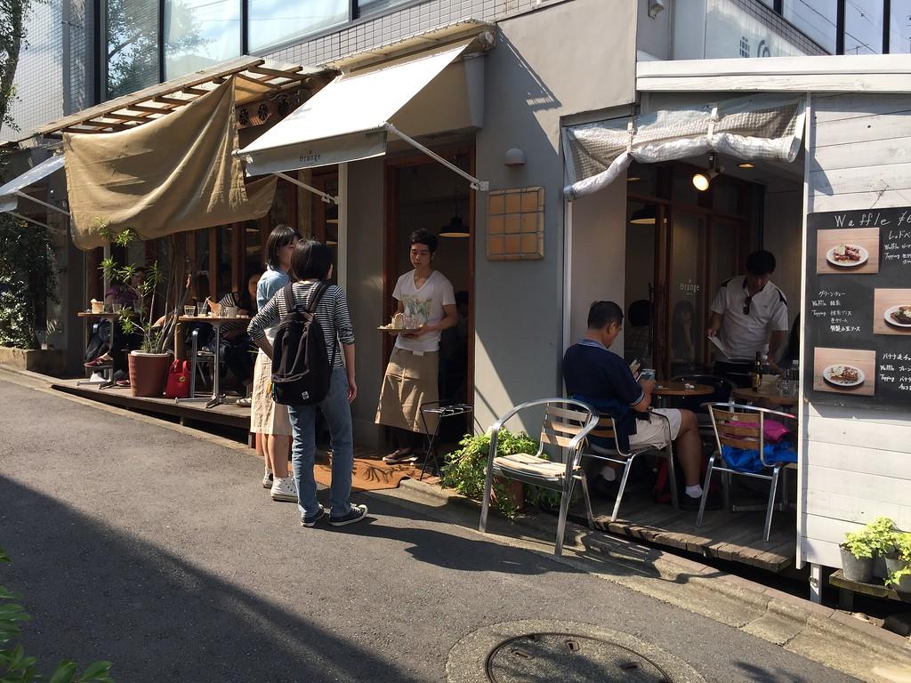 Open-door café
