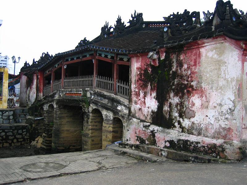 bridge built by japanese merchants in the 17th century