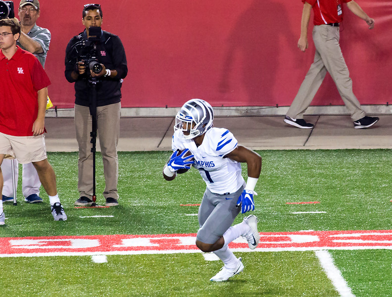 Pollard makes a 22-yard kickoff return for Memphis.