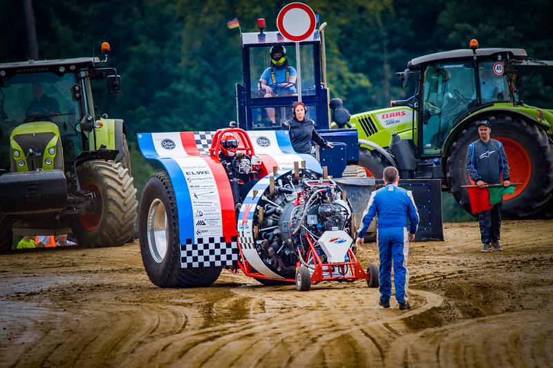 Tractor Pulling 2015-02369.jpg