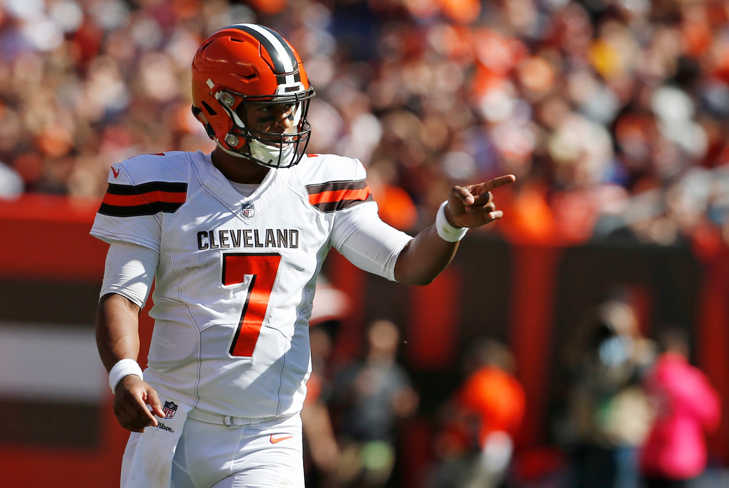 . Cleveland Browns quarterback DeShone Kizer points in the first half of an NFL football game against the Cincinnati Bengals, Sunday, Oct. 1, 2017, in Cleveland. (AP Photo/Ron Schwane)