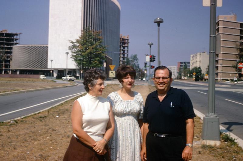 1967 Ernie, Jeanne, & Sue.jpg