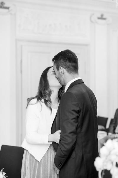 La Rici Photography - Intimate City Hall Wedding 052BW.jpg