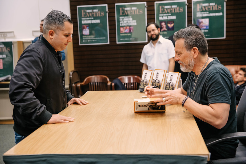 2019_2_28_TWOTW_BookSigning_SP_633.jpg