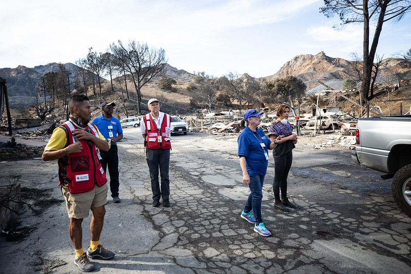 11.15.18 Woolsey Fire Family Returns to Home by Heather Fairchild-15.jpg