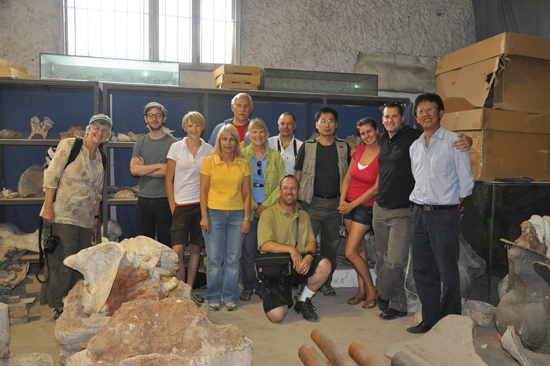 Here's the whole group plus Da-qing in his lab!  From left to right: Christie, Jack, Brenna, Diane, Brad, Becky, me (kneeling), Mike, Hailu, Jessie, Matt, and Da-qing.