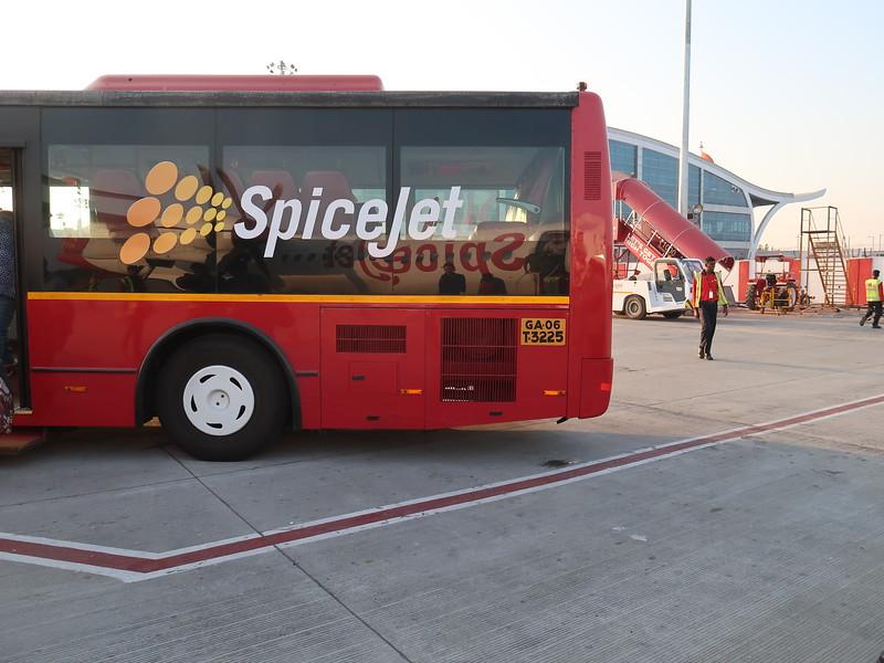 IMG_7654-spicejet-bus.JPG