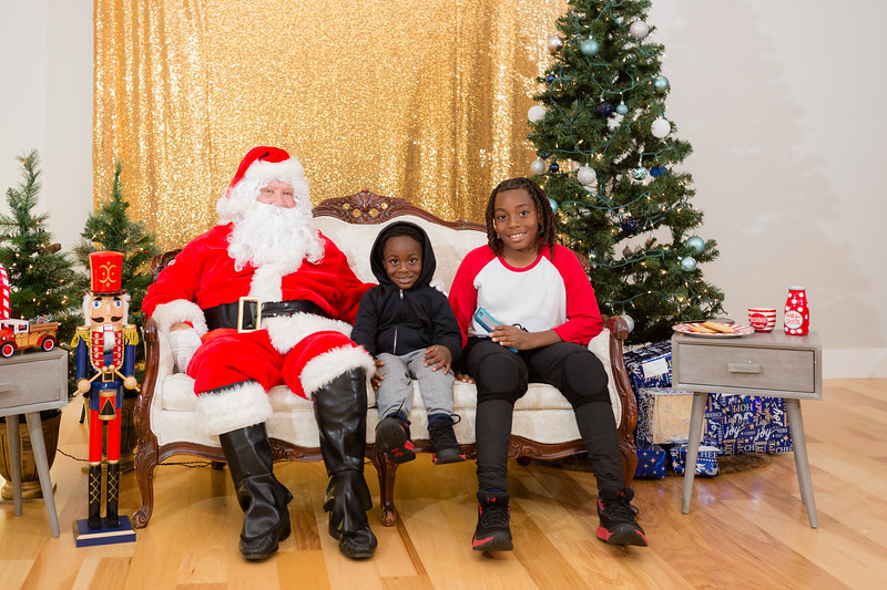 FADS Picture with Santa-205.jpg