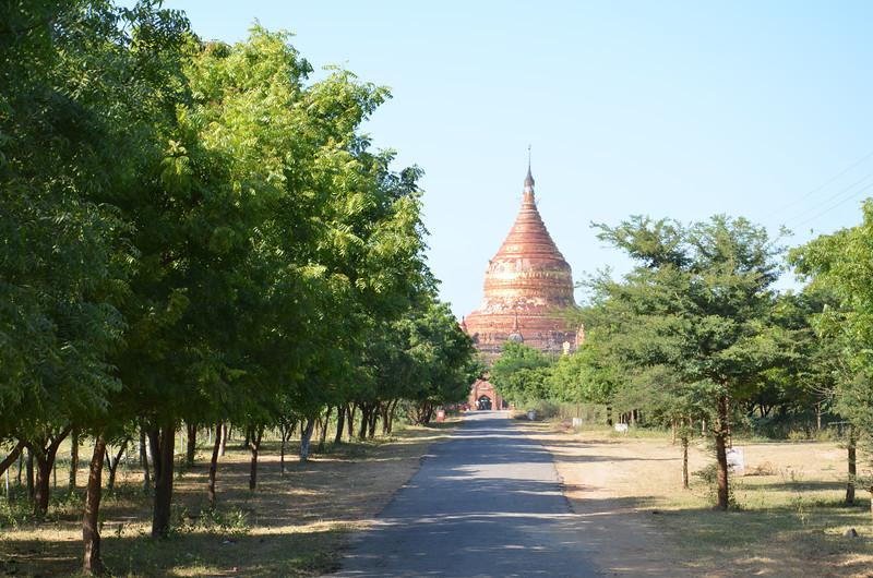 DSC_4074-road-to-dhamma-ya-zi-ka-pagoda.JPG