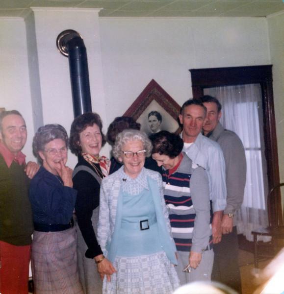 1975 Hollis, Helen, Viv, Nellie, Guyla, Hec and Cline.jpeg